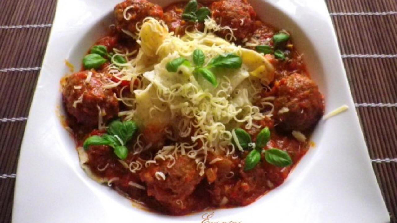 Olasz húsgolyók borsos tésztával