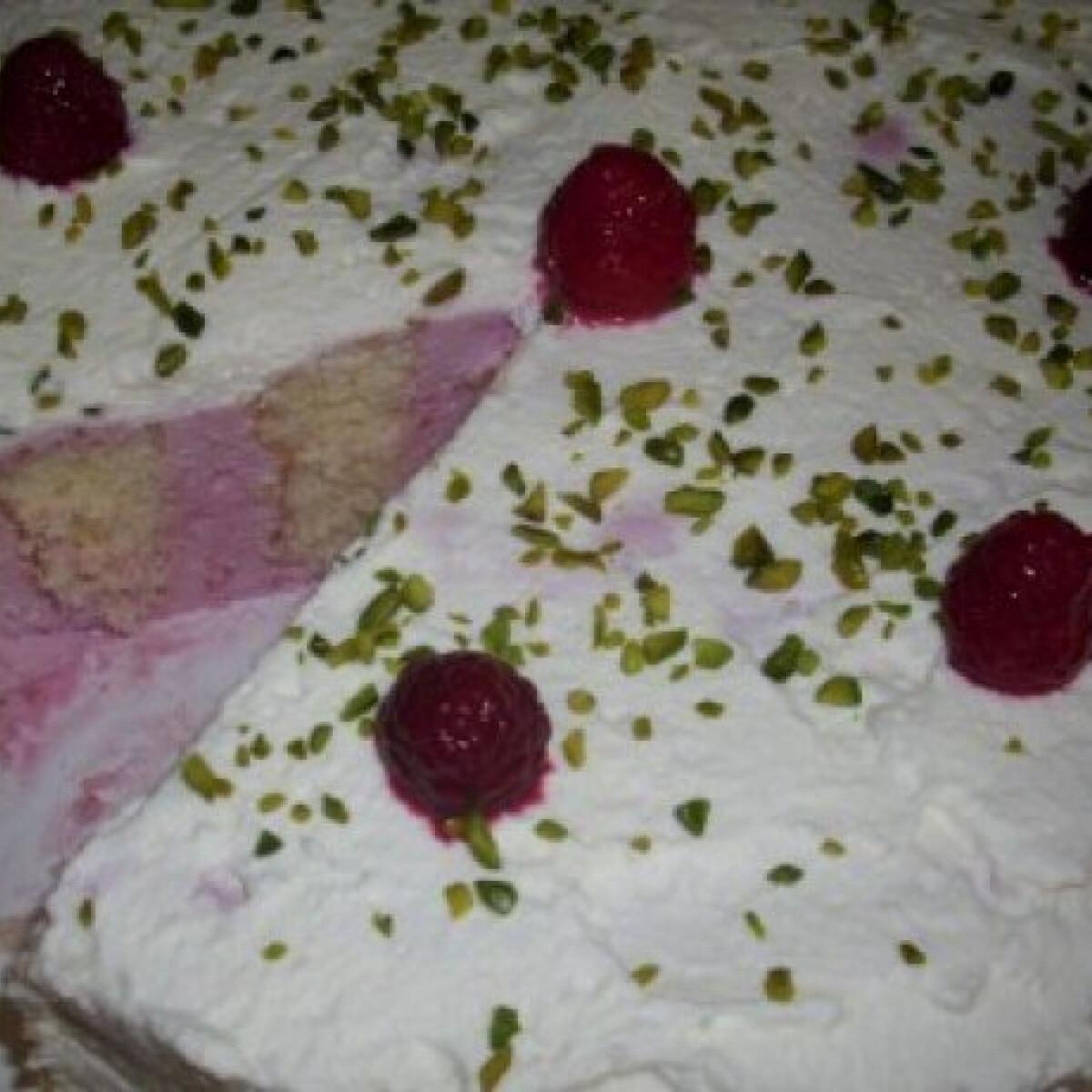 Málnakrémes-habos csavart torta