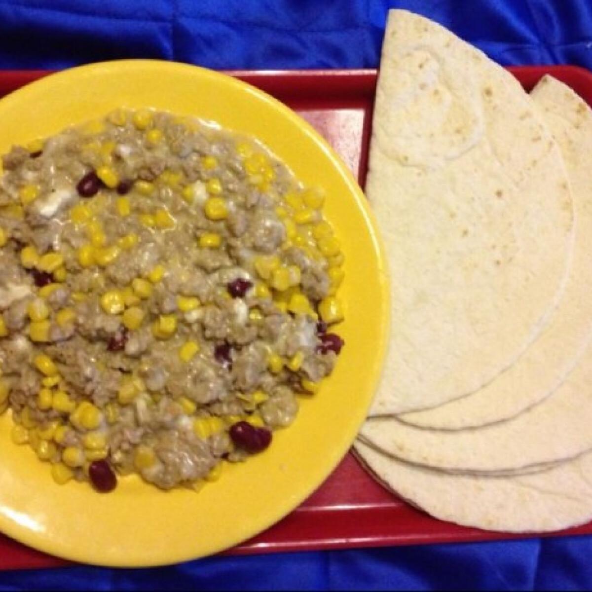 Ezen a képen: Húsos-sajtos tortilla