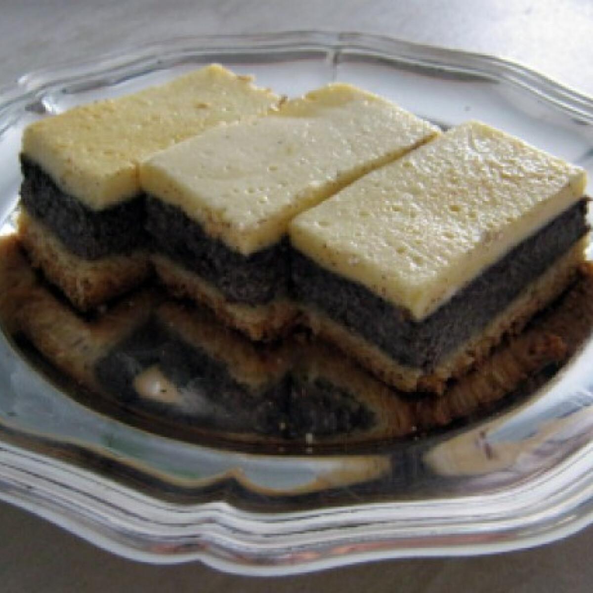 Ezen a képen: Mákos - tejfölös kocka