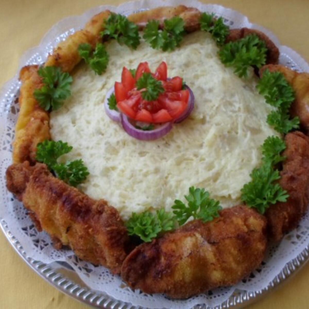 Ezen a képen: Rántott hús torta