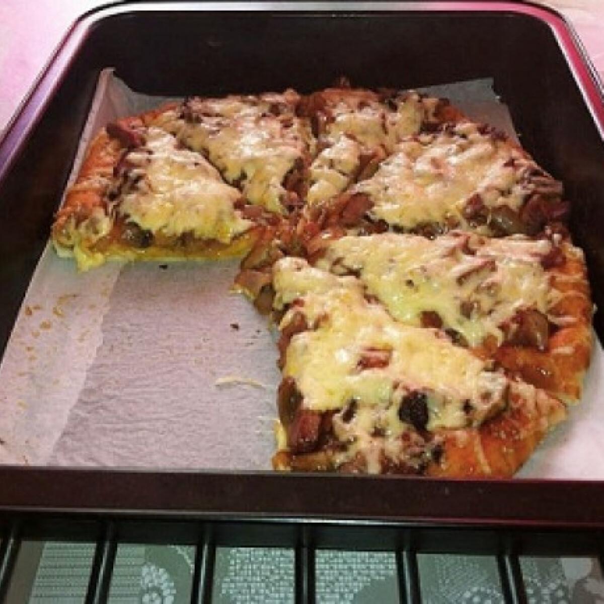 Ezen a képen: Házi pizza Andreiától