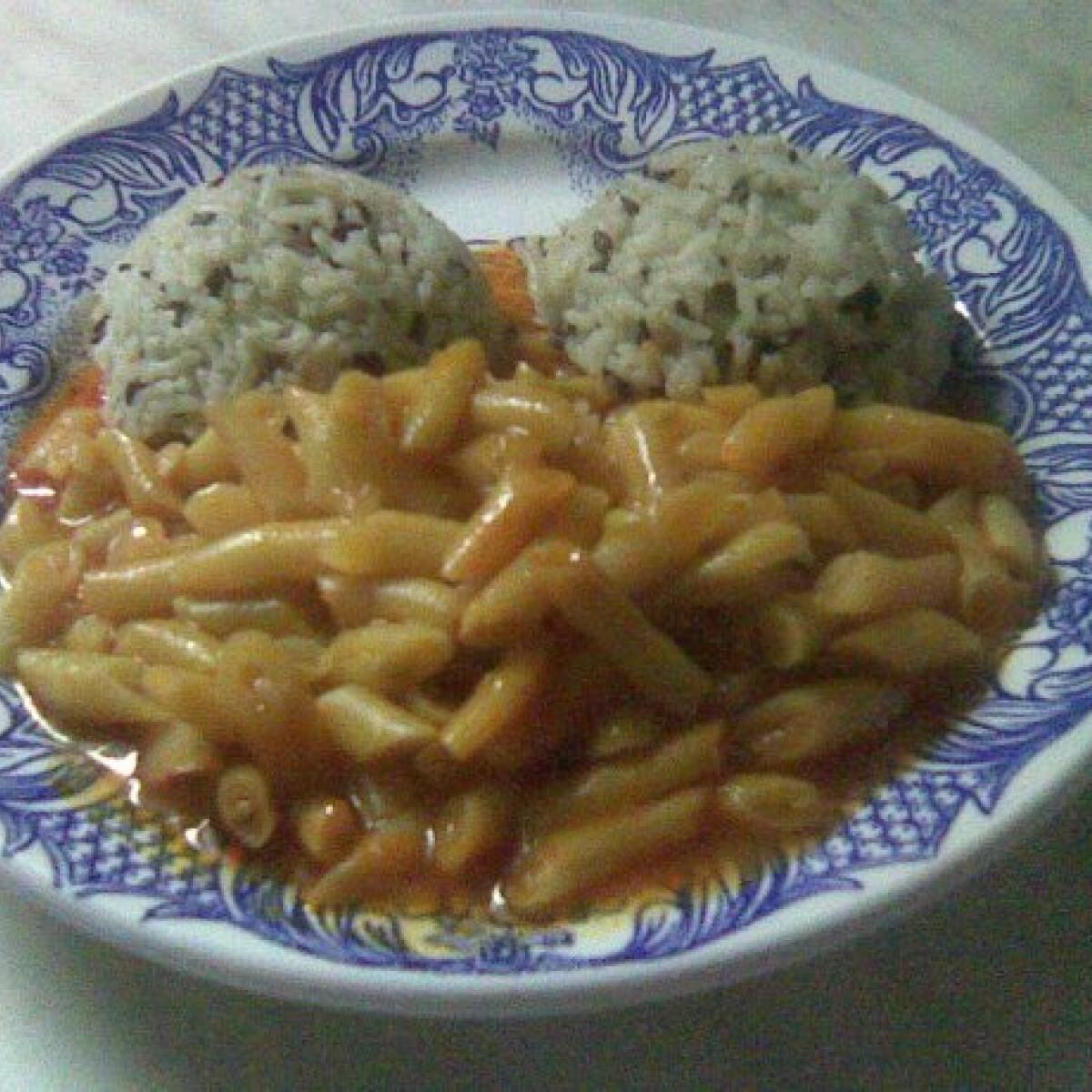 Sárgababpörkölt lenmagos rizzsel