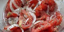 Balzsamecetes-oregánós paradicsomsaláta