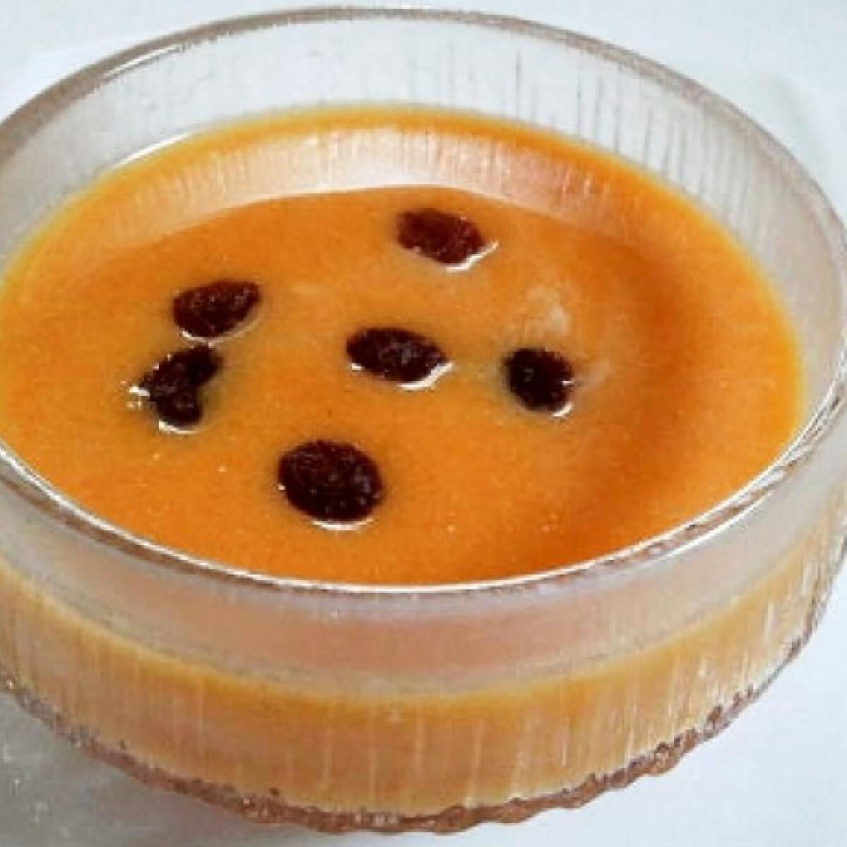 Ezen a képen: Édes sütőtökkrémleves