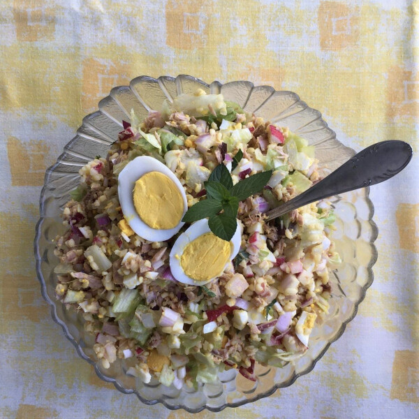 Üde mentás bulgursaláta tonhallal és főtt tojással