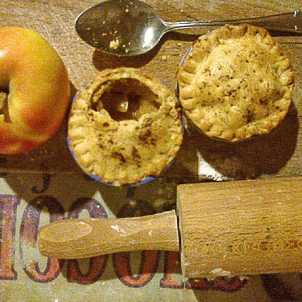 Ezen a képen: Mini almás pite