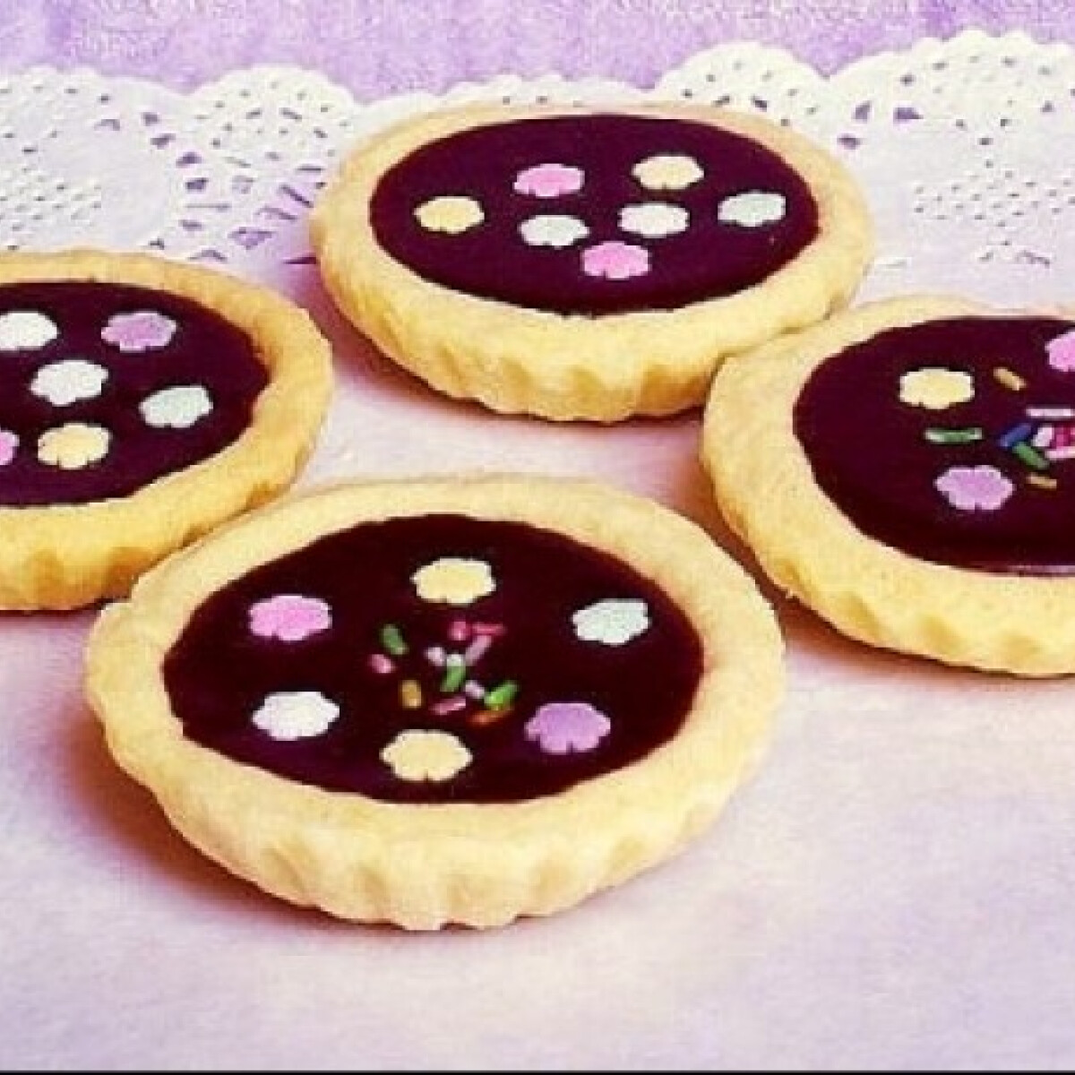 Ezen a képen: Csokikrémmel töltött kosárkák