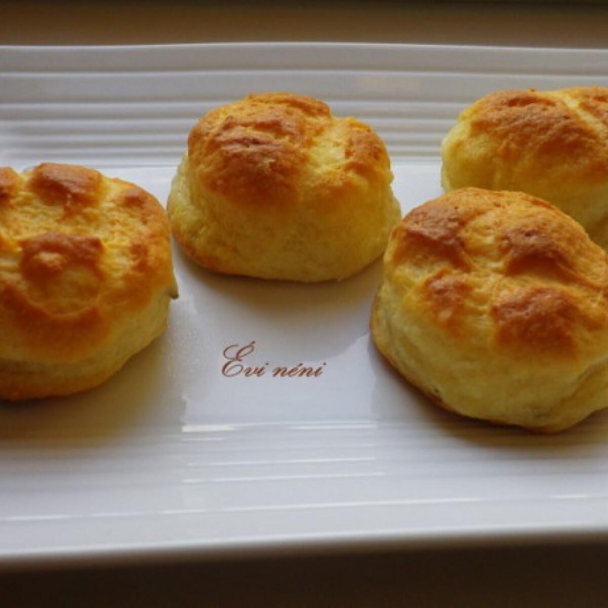 Ezen a képen: Pihe-puha krumplis pogácsa