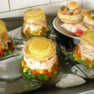 Aszpikos tojásos-sonkás zöldség