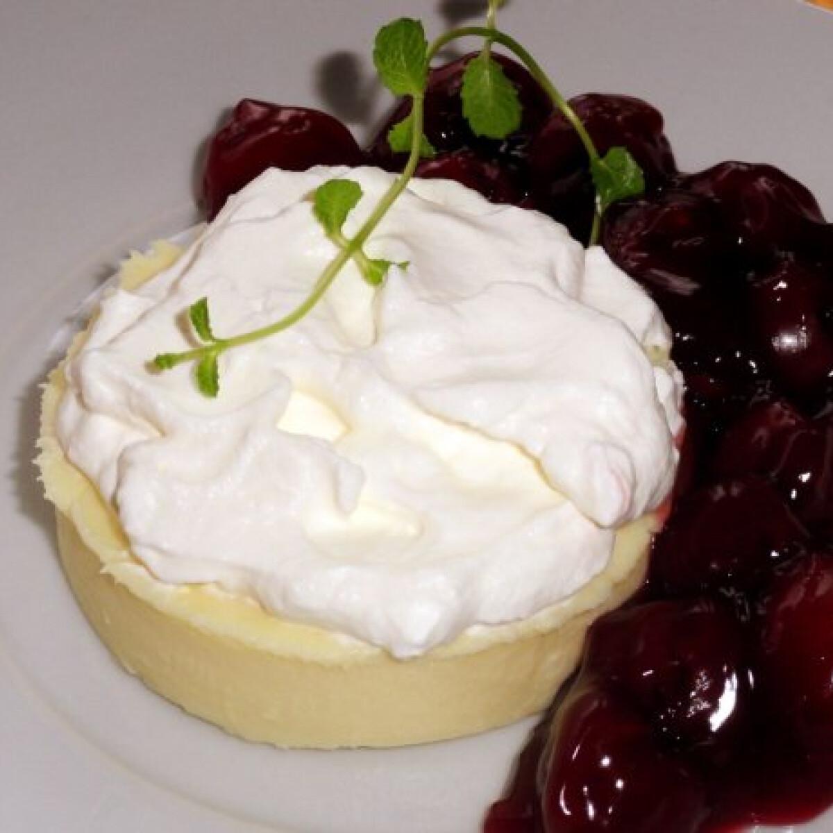 Ezen a képen: Fehér gateau au chocolat rumos cseresznyével