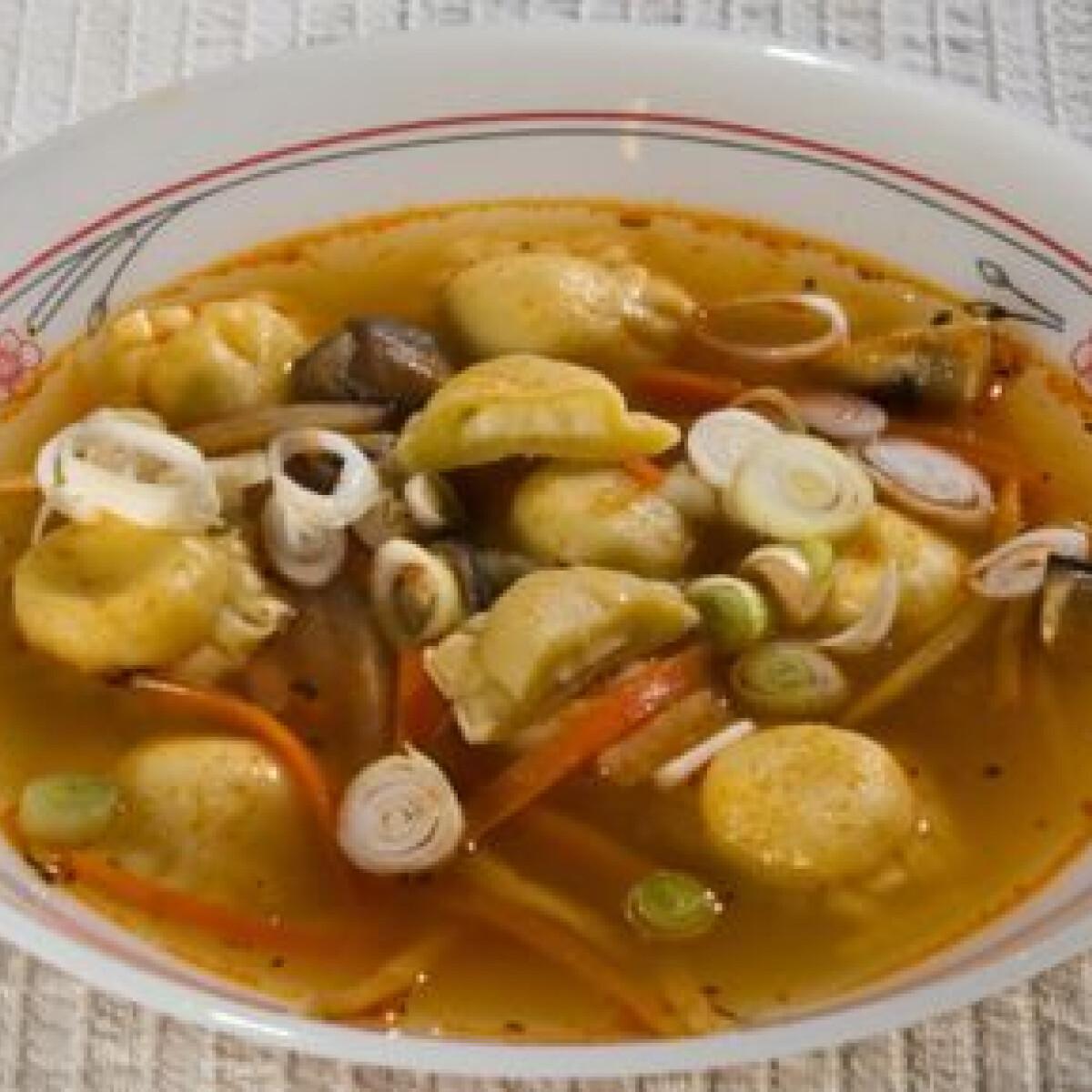 Ezen a képen: Olasz zöldségleves magyarul