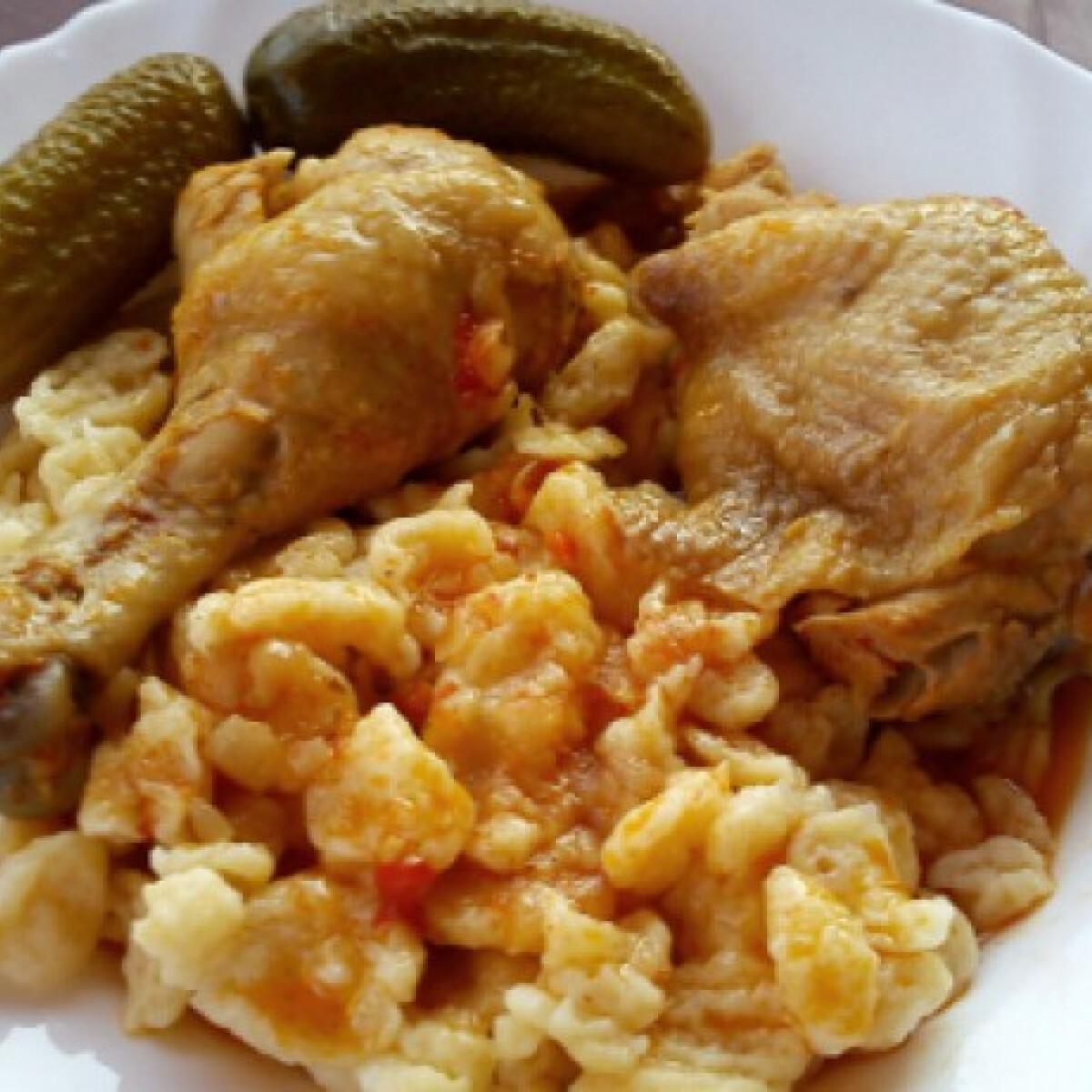 Ezen a képen: Paprikás csirke nokedlivel Miss Sweetlytől