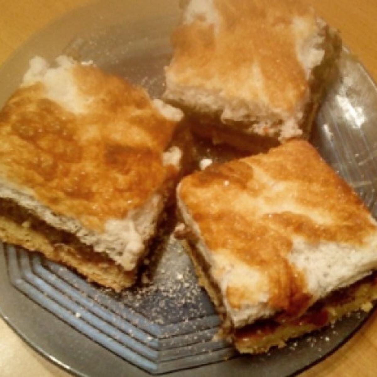 Ezen a képen: Lekváros habos mákos süti