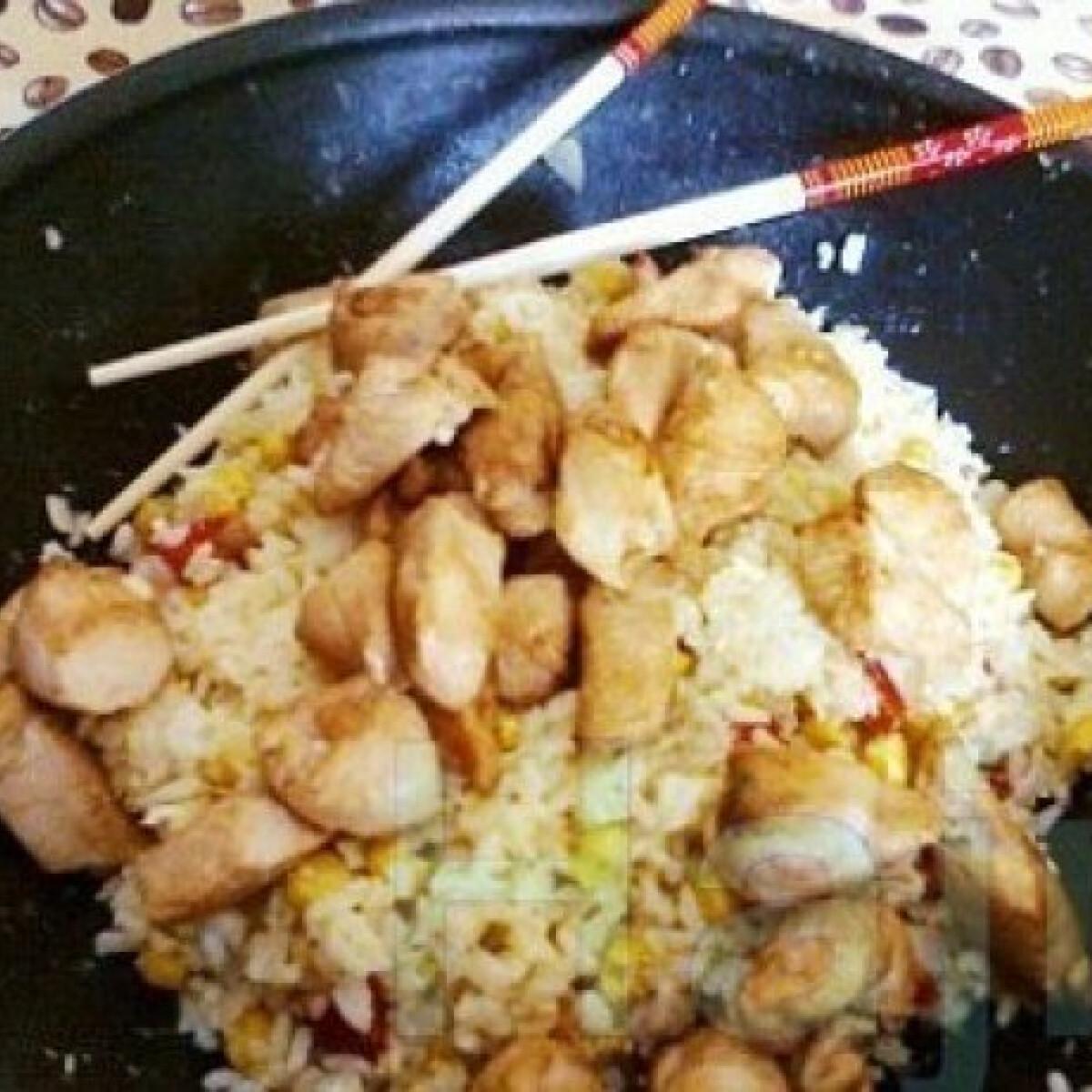 Ezen a képen: Kínai rizses csirke