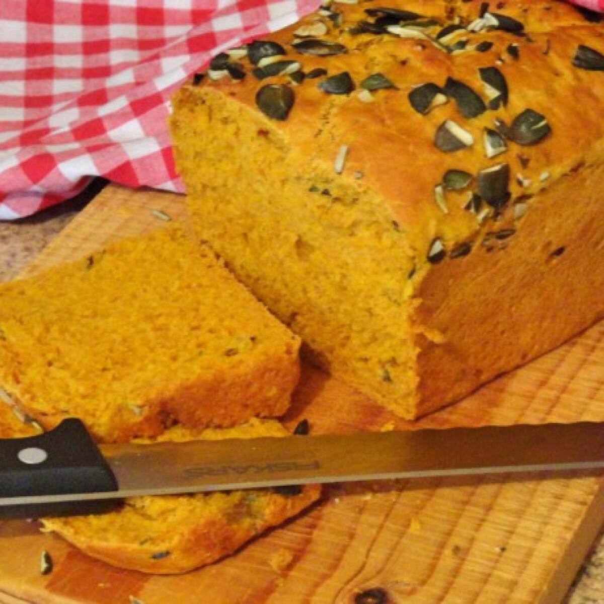 Ezen a képen: Sütőtökös kenyér Glaser konyhájából