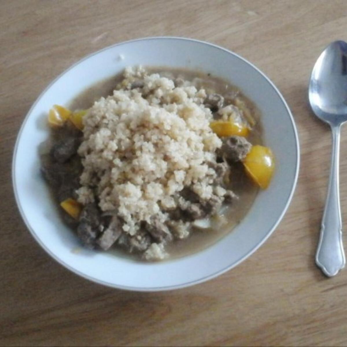 Ezen a képen: Paradicsomos májpökölt quinoával