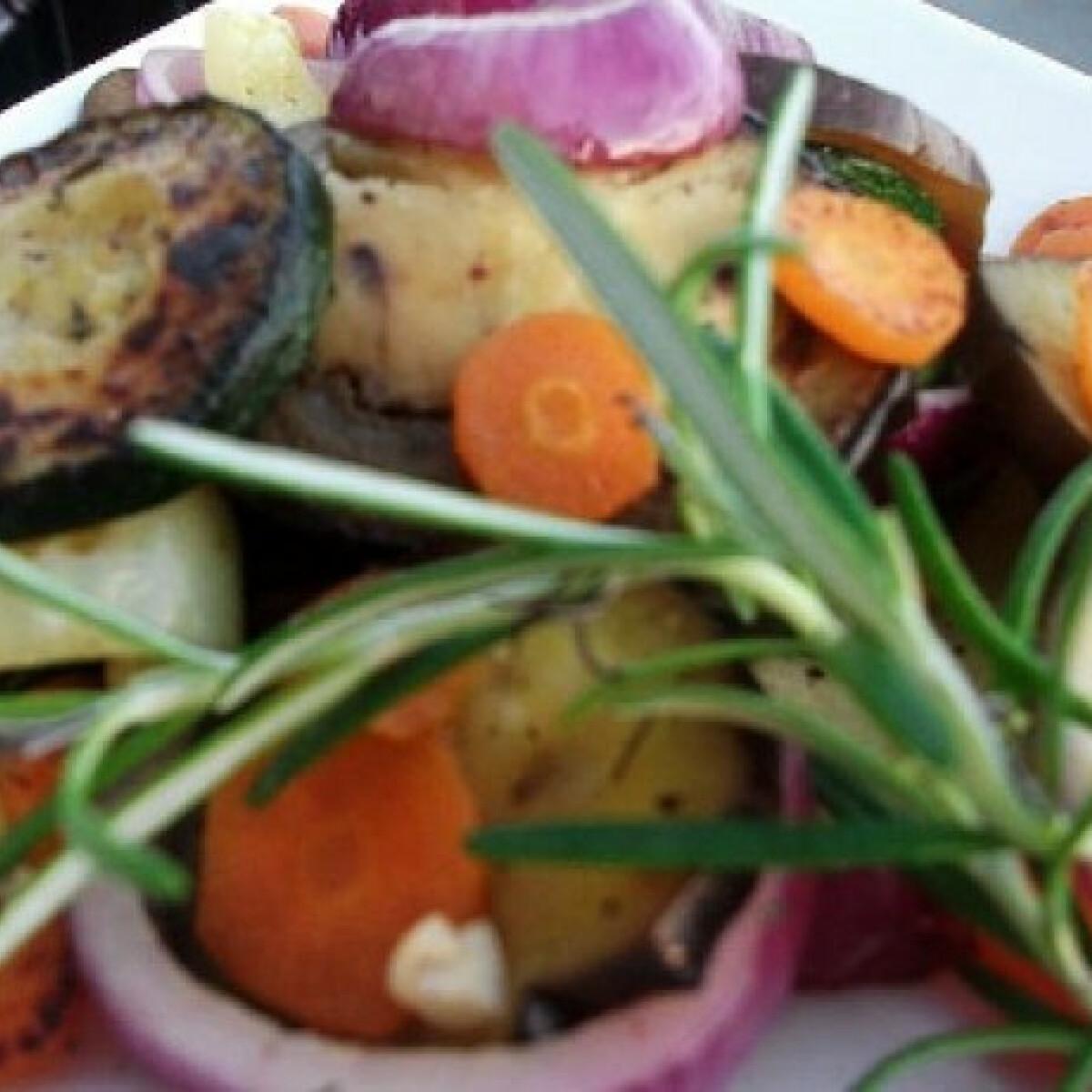 Zöldfűszeres sült zöldségköret