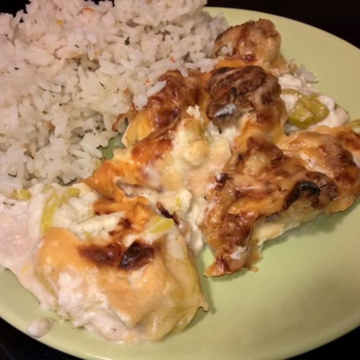 Csirkemell besameles karfiollal és póréval sütve