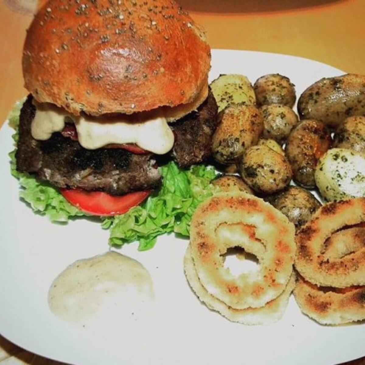 Ezen a képen: Hamburger diétás buciban