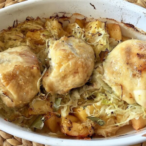 Csirkecomb savanyú káposztával és birssel