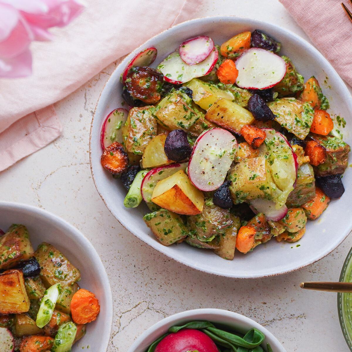 Ezen a képen: Szuperfriss vegán zöldségsaláta, nem csak húsvétra