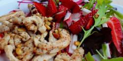 Tavaszi epres saláta csirkemell batonokkal