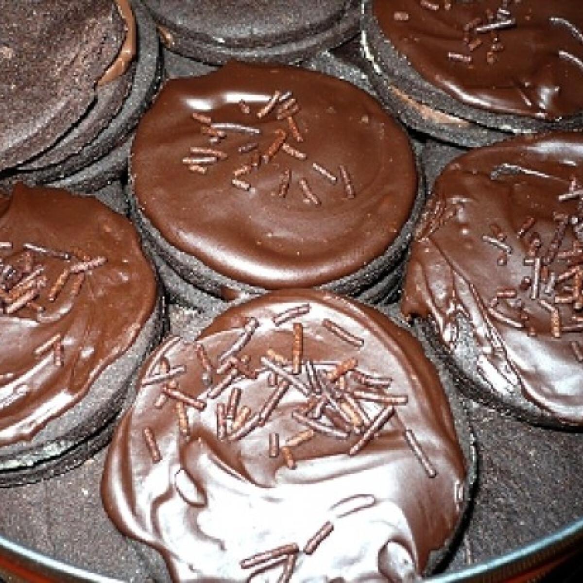 Ezen a képen: Csokis tallérok mogyorókrémmel töltve
