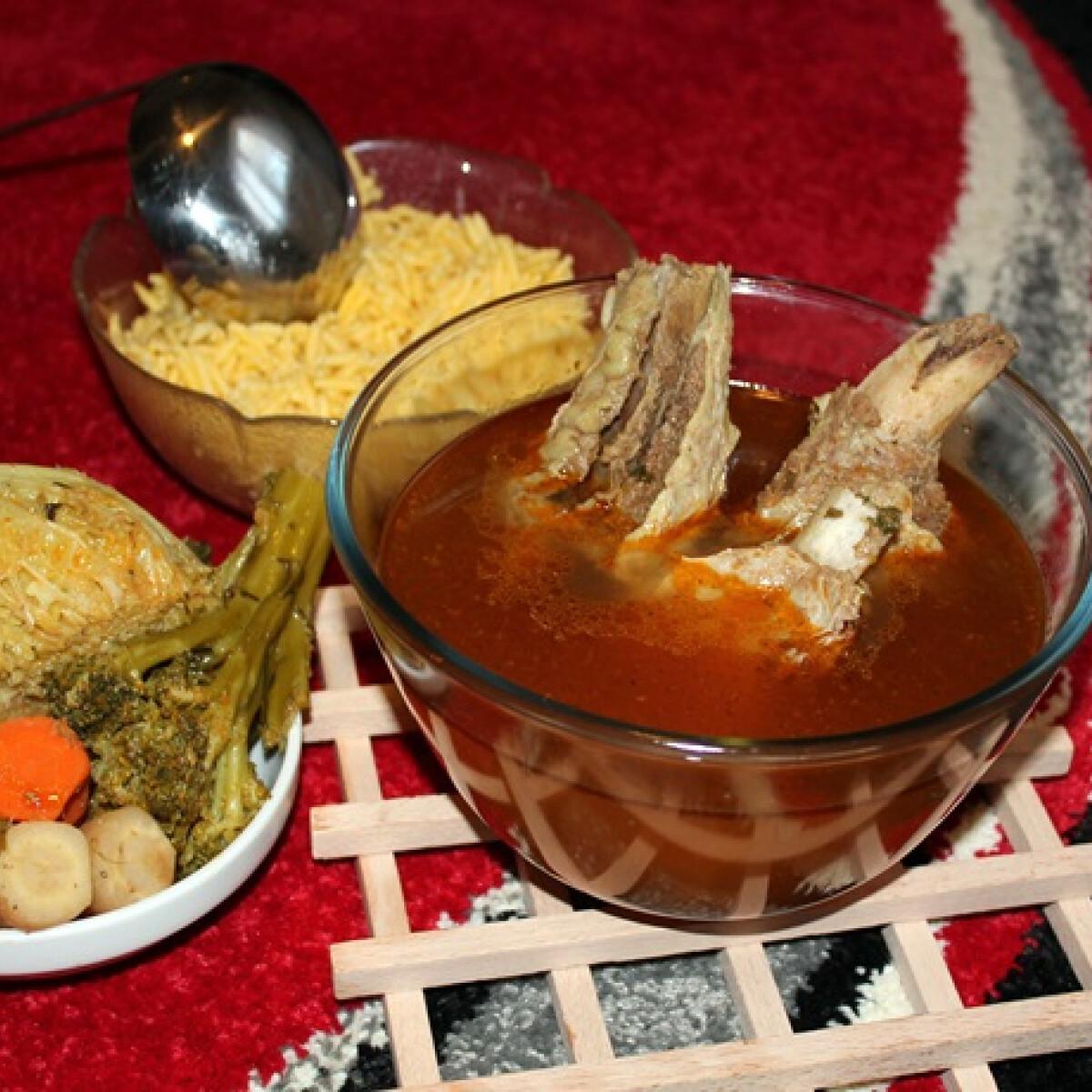 Ezen a képen: Marhaoldalas-leves Iluskától