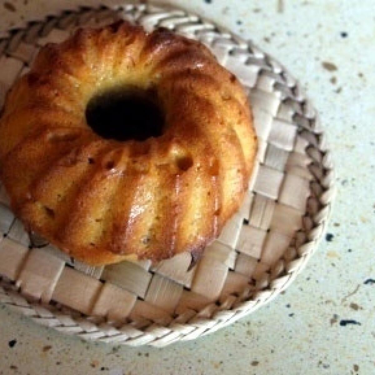 Ezen a képen: Sütőtökös-sárgabarackos minikuglóf