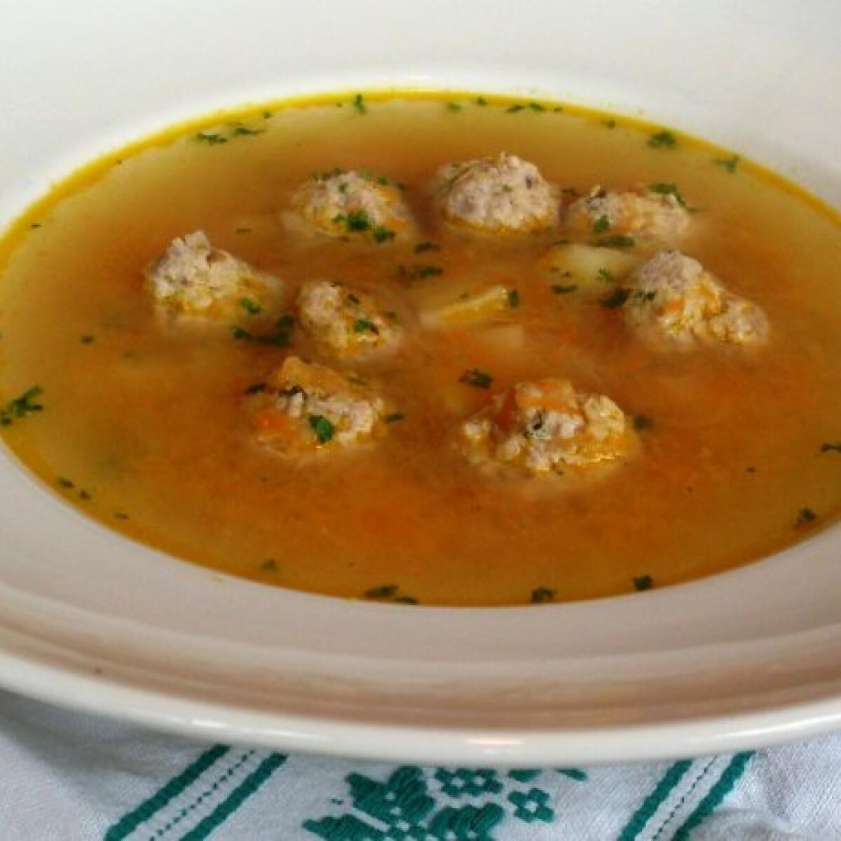 Ezen a képen: Húsgombócos erdélyi leves