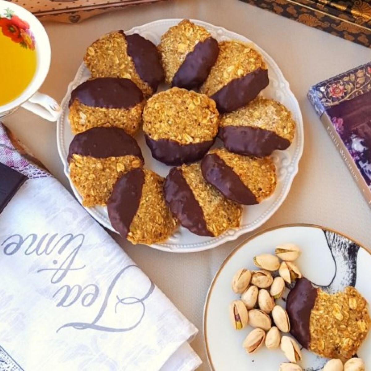 Ezen a képen: Csokis-pisztáciás kekszek
