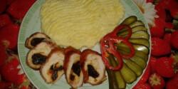 Aszalt szilvával és sajttal töltött csirkemell