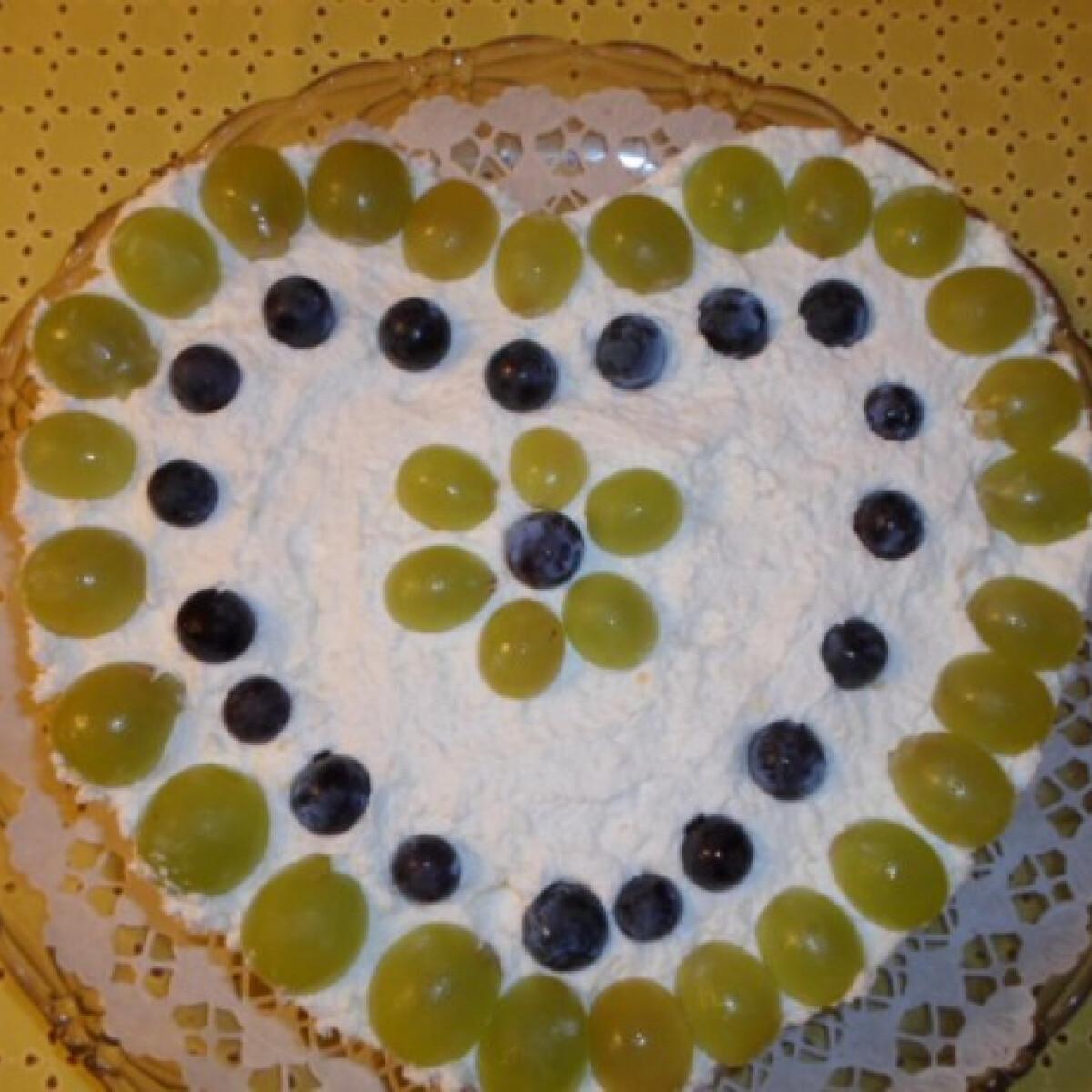 Ezen a képen: Szőlős mascarpone torta