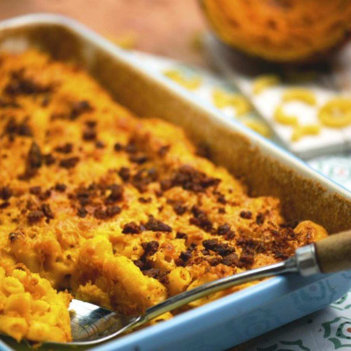 Ezen a képen: Sütőtökös Mac 'n' Cheese kolbászmorzsával