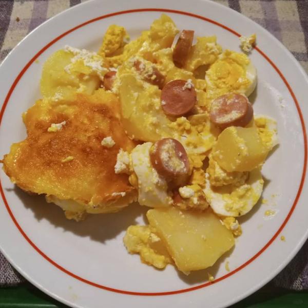 Extra sajtos rakott krumpli virslivel