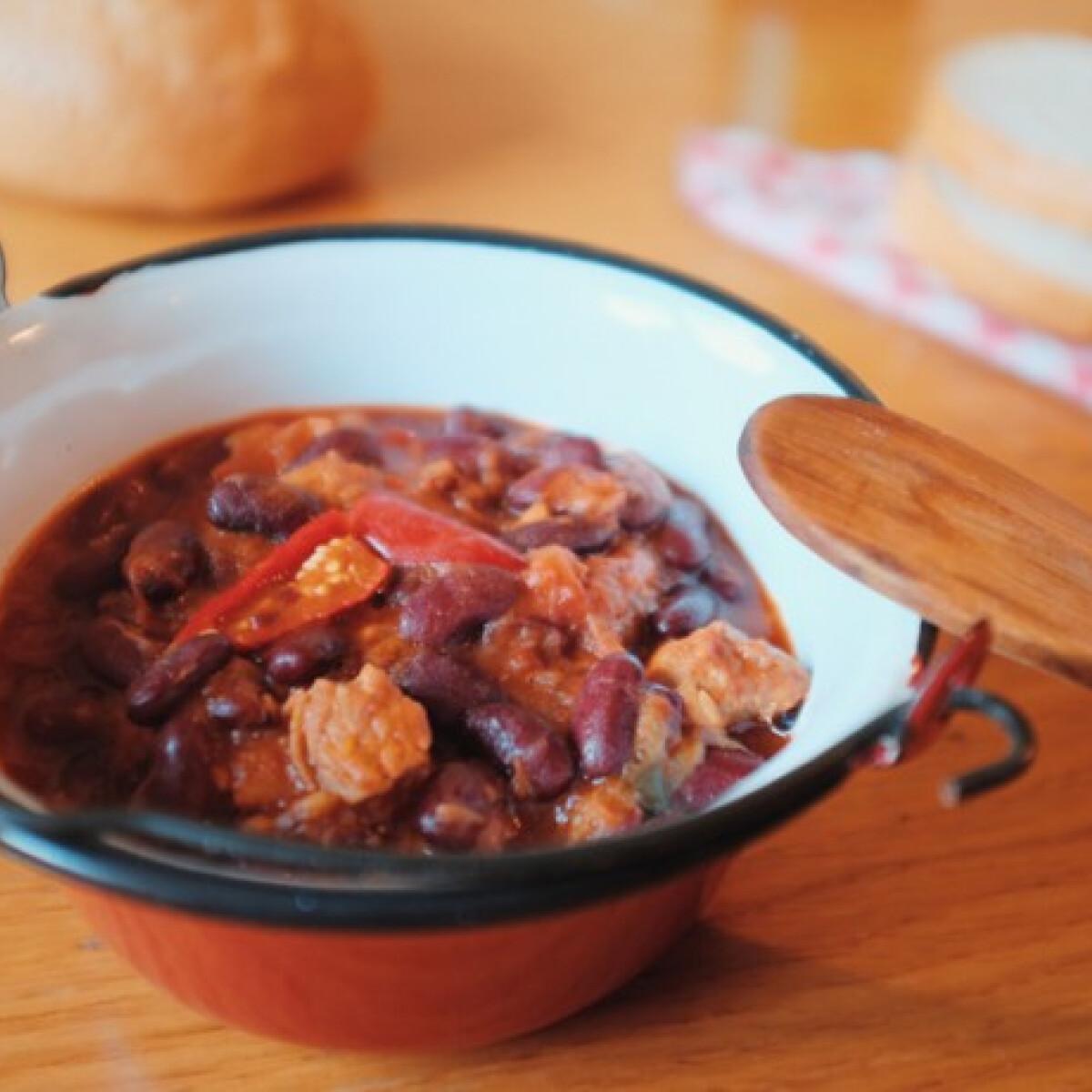 Ezen a képen: Chili con carne Katharosz konyhájából