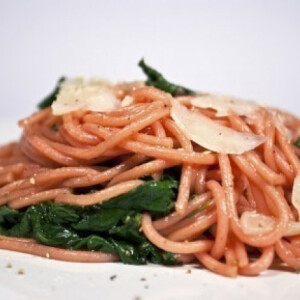 Titokzatos spagetti spenóttal