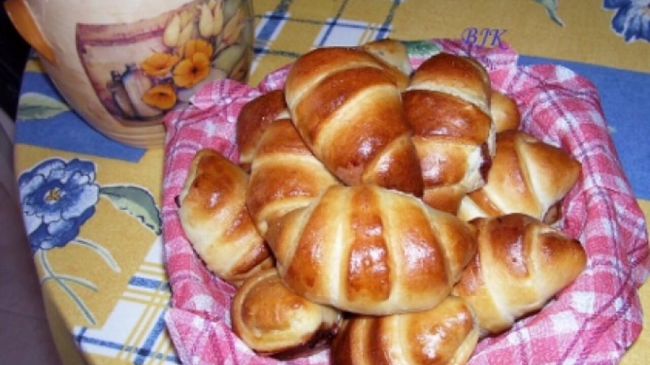 Szilvalekváros kifli kenyérsütőben