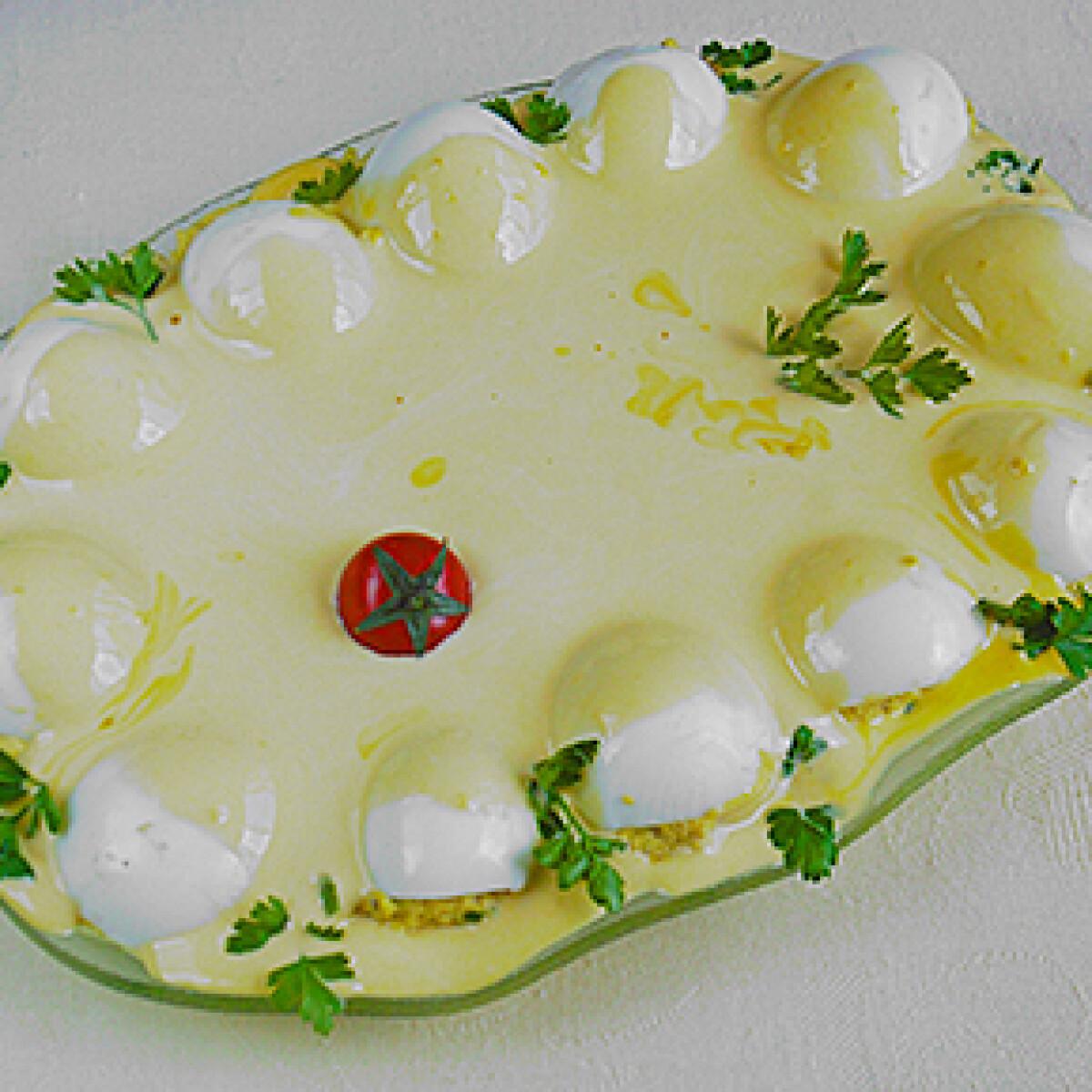 Ezen a képen: Töltött tojás házi majonézzel