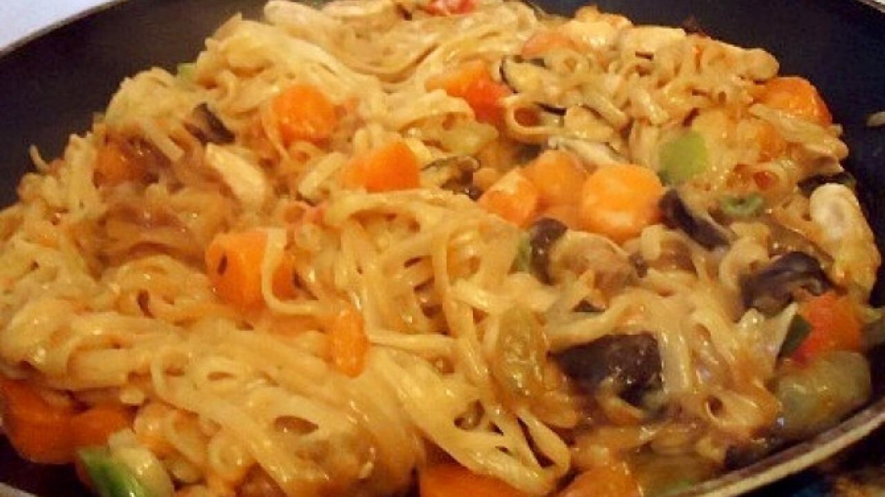 Kókusztejes csirkemell rizstésztával
