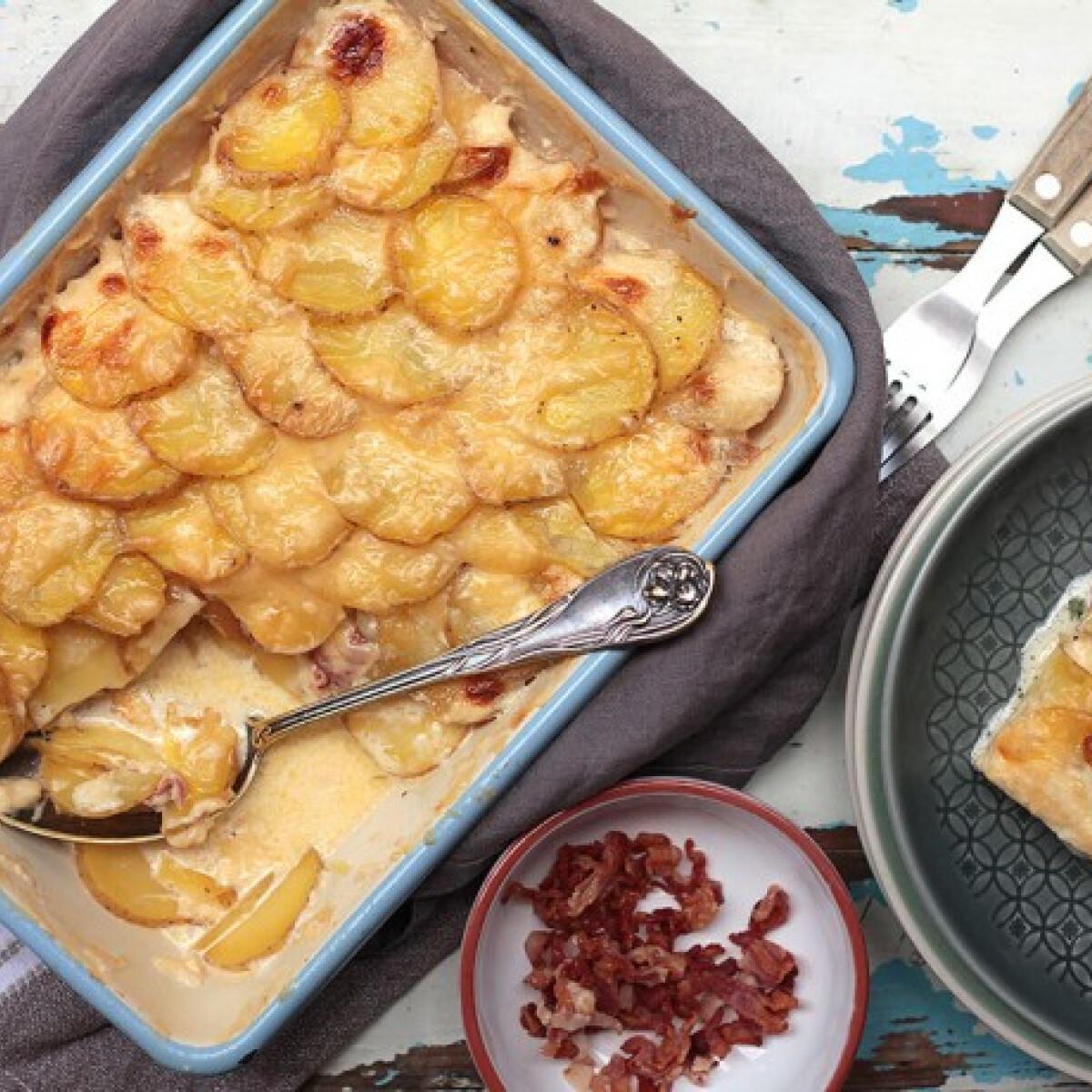 Ezen a képen: Sajtos-baconös rakott krumpli