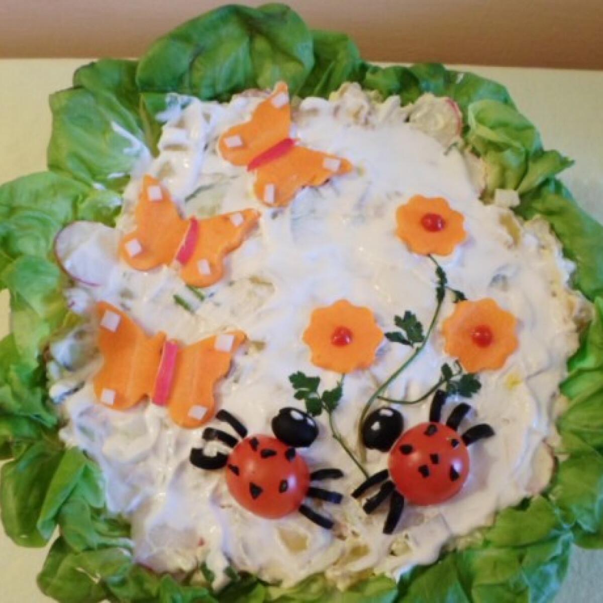 Tavaszi saláta vidám tálalásban