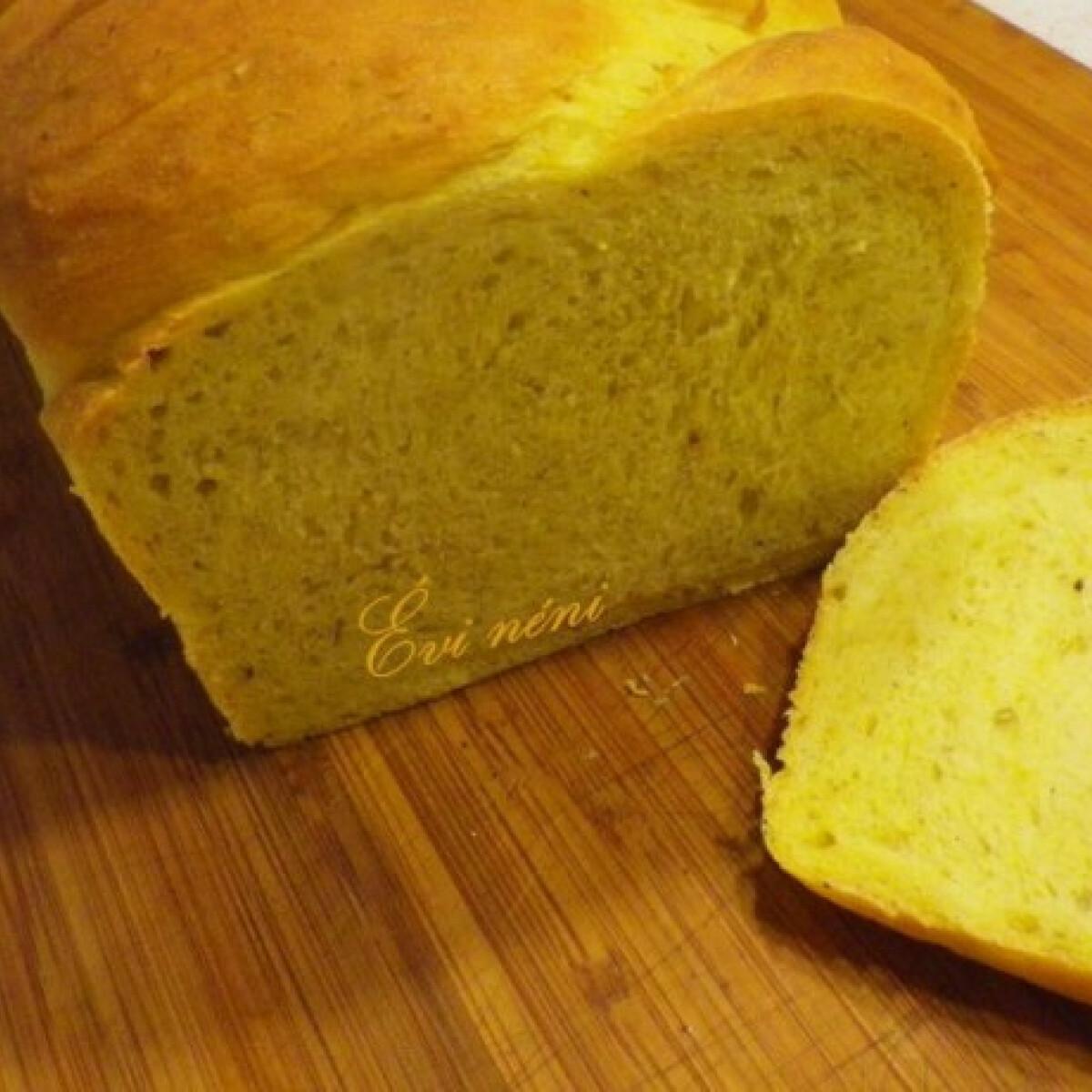Ezen a képen: Polentás-rozmaringos kenyér