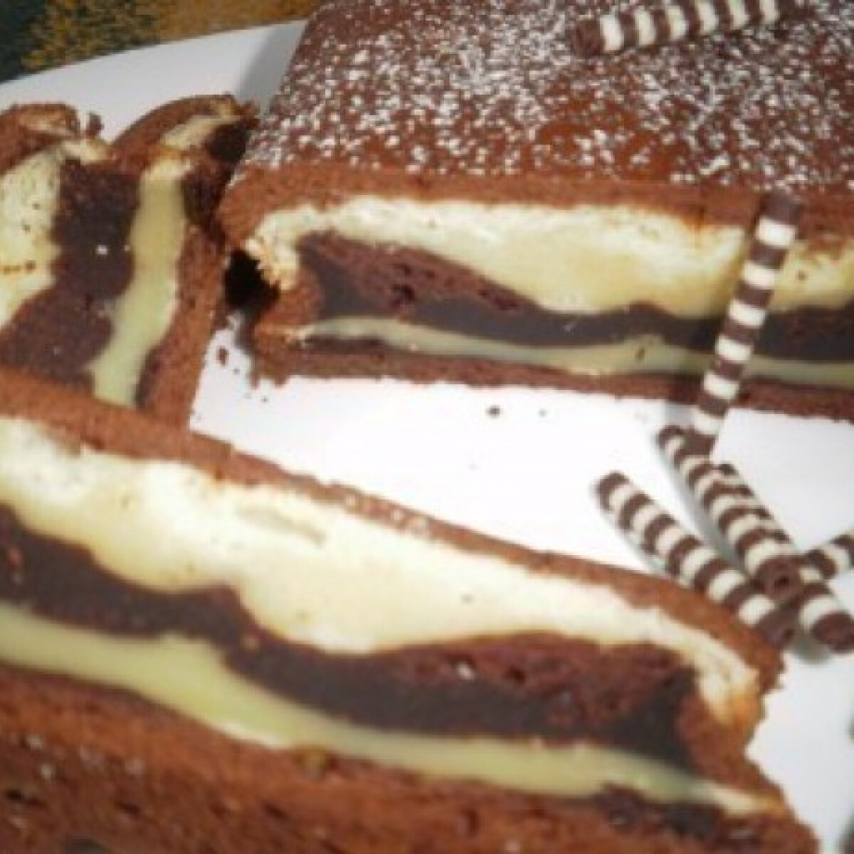 Ezen a képen: Csíkos sütemény