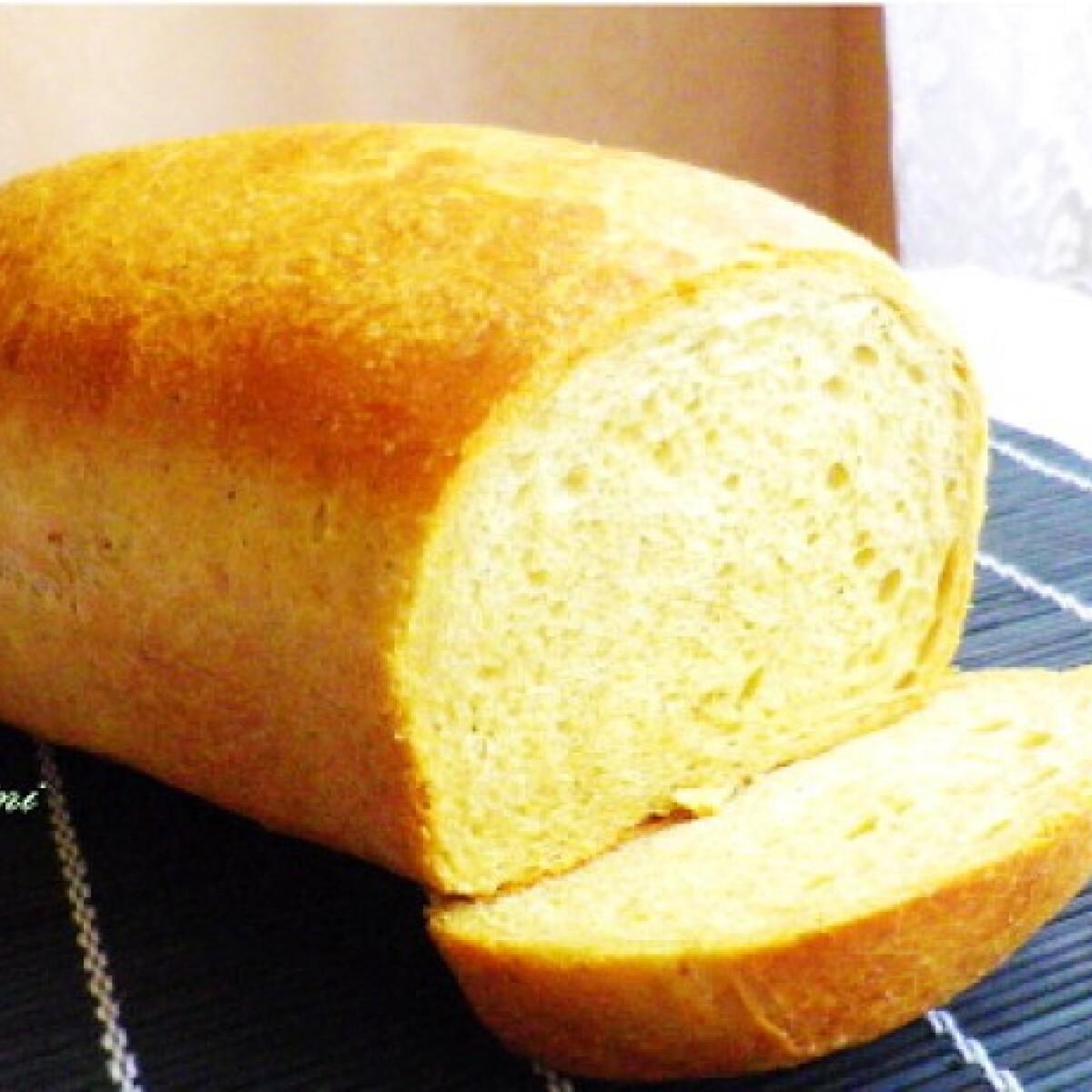 Ezen a képen: Krumplis-tökmagos kenyér