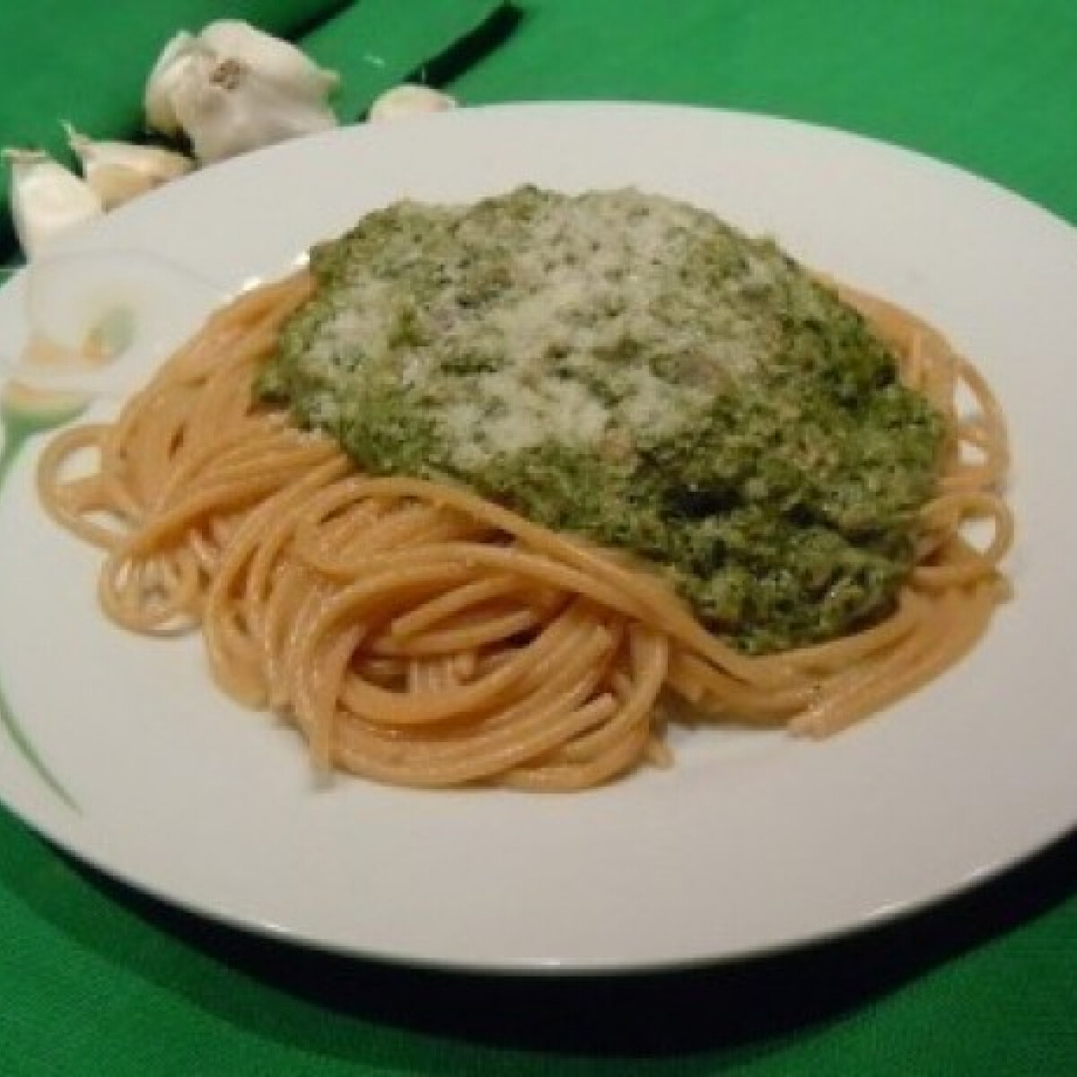 Tonhalas-spenótos spagetti