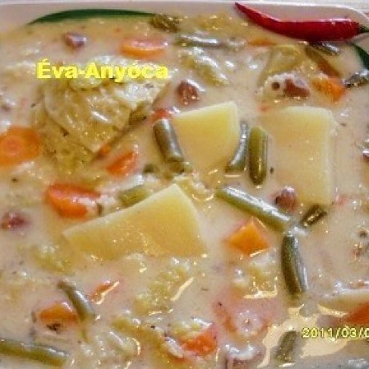 Ezen a képen: Csirkezúzás becsinált leves