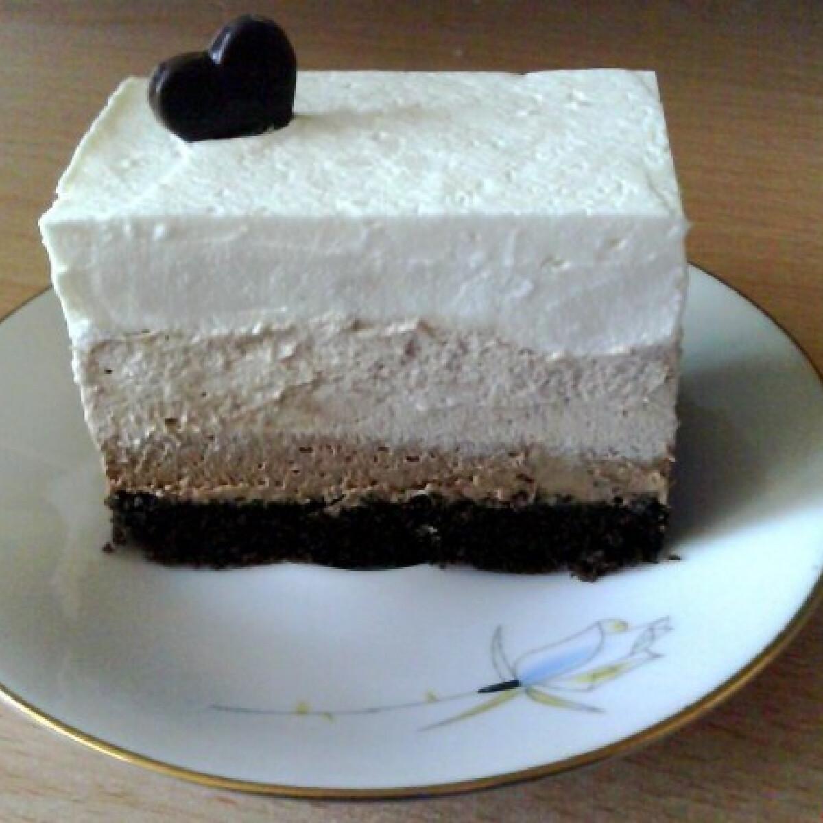Ezen a képen: Réteges csokoládés desszert