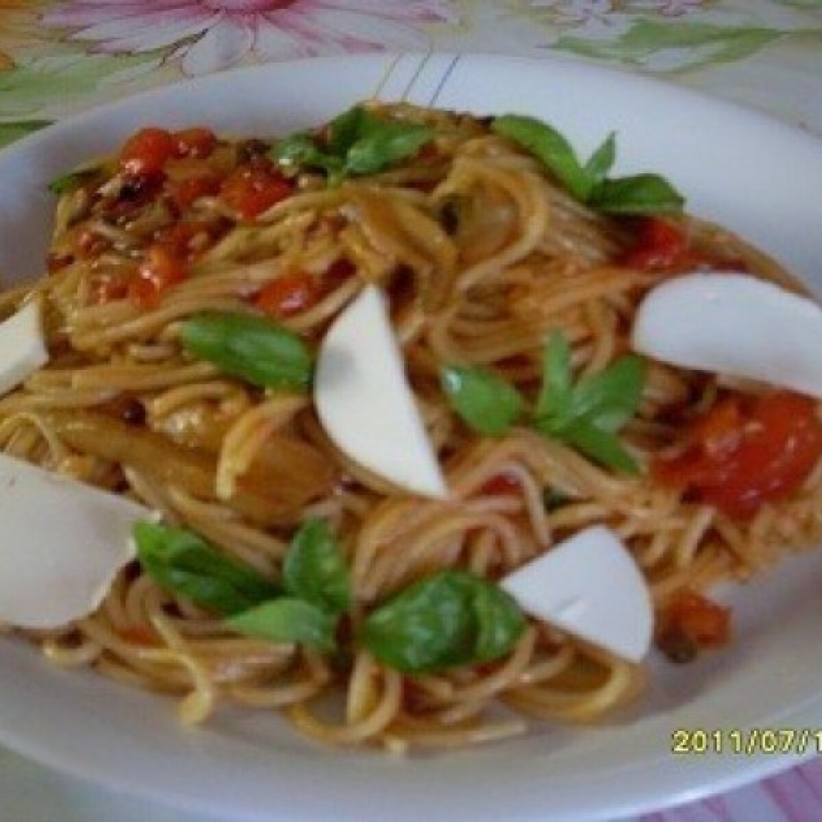 Ezen a képen: Paradicsomos-kaliforniai paprikás spagetti